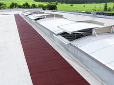 Flat roof with Regupol® Roofing and Pavement Tiles